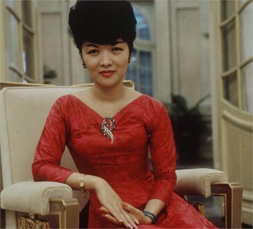 Vi-sao-Tran-Le-Xuan---Quyen-luc-Ba-Rong-duoc-doc-gia-san-lung-madam-nhu-tran-le-xuan-quyen-luc-ba-rong-03-eva-vn-1456328483-width500height452