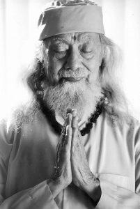 hariharananda-giri-ji-doing-meditation